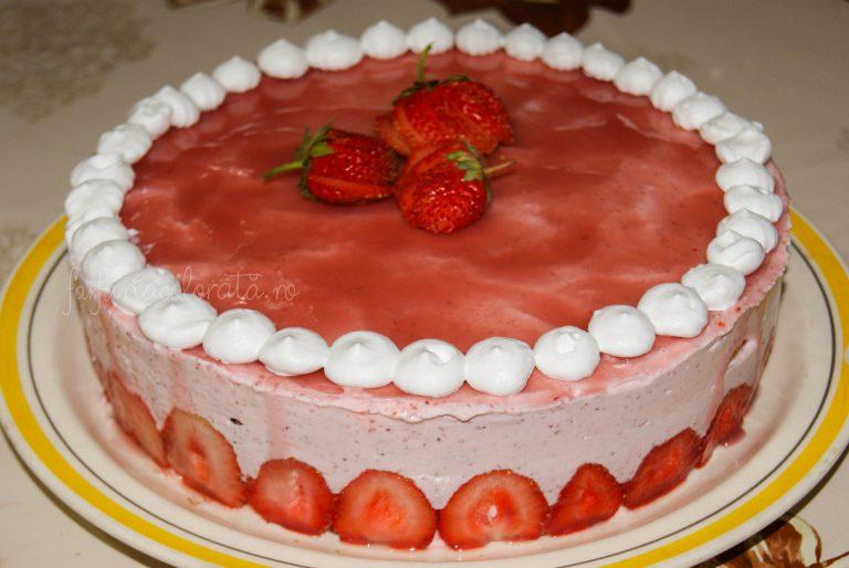 tort cu mousse de căpșuni