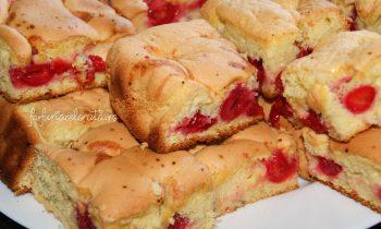 prăjitură pufoasă cu vișine