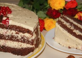 tort cu cremă de vanilie și ciocolată