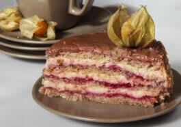tort cu migdale, jeleu de zmeură și vanilie