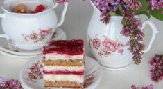 prăjitură cu mascarpone și jeleu de zmeură