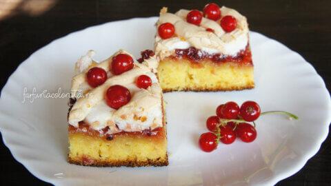 prăjitură cu dulceață de coacăze și bezea